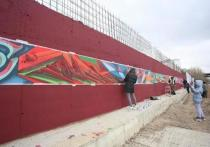 135-метровое «полотно» разместили на стене в районе дома по пр