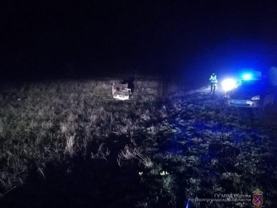 Под Волгоградом в перевернувшейся машине погиб человек