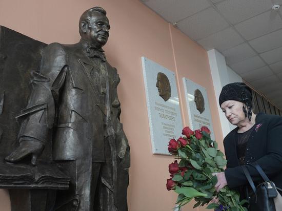 Жоресу Алферову установили одобренный им памятник