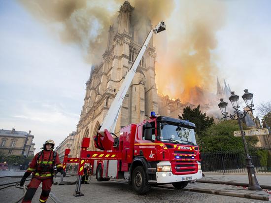 Эксперт сравнил пожар в Нотр-Даме с возгоранием в храме Христа Спасителя