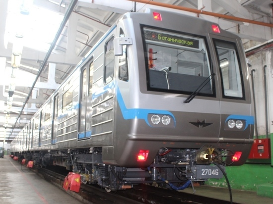 Современные технологии и позитивная атмосфера: екатеринбуржцы высоко оценили новые вагоны метро