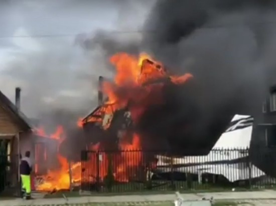 В Чили самолет упал на дом, погибли шестеро