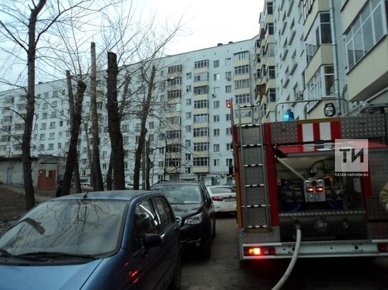 Мужчину спасли из подвала горящего дома в центре Казани