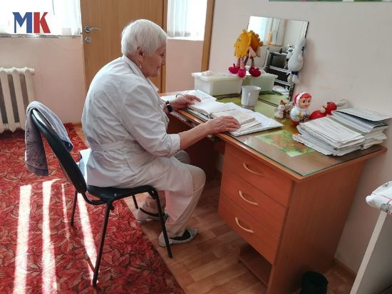 «Без помощи родителей не обойтись»: массажистка с 65-летним стажем о своей работе