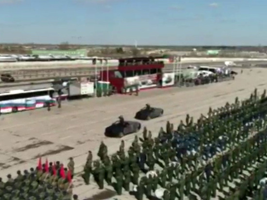 Российские лимузины Aurus дебютировали на тренировке парада в честь Дня Победы