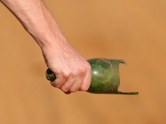 Псковский контрактник изрезал сослуживца ножом и «розочкой»
