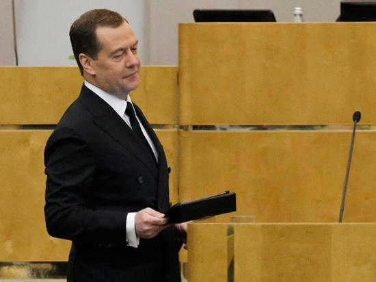 f9d76cd431e40657515e09a34ef337f8 - Отчет Медведева в Госдуме назвали «не слишком честным»: запутался в тормозах
