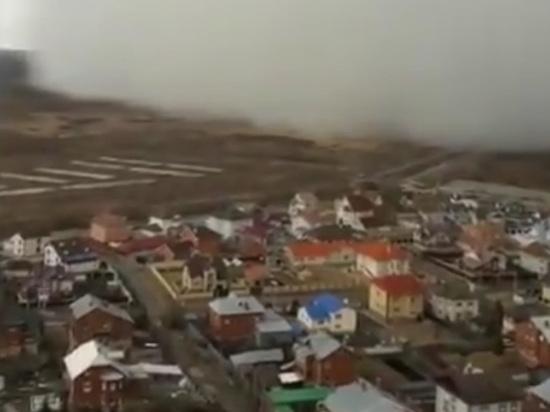 Екатеринбург накрыла снежная туча, поразившая горожан: опубликовано видео