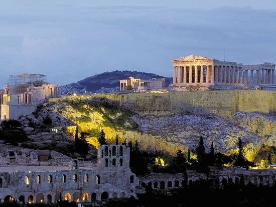 При ударе молнии в Акрополь пострадали четыре человека