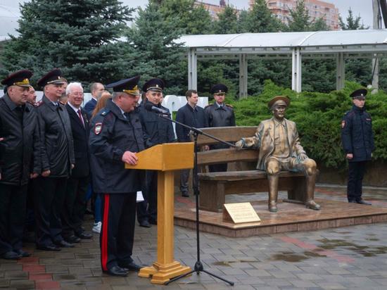 В Краснодаре открыли памятник участковому Анискину