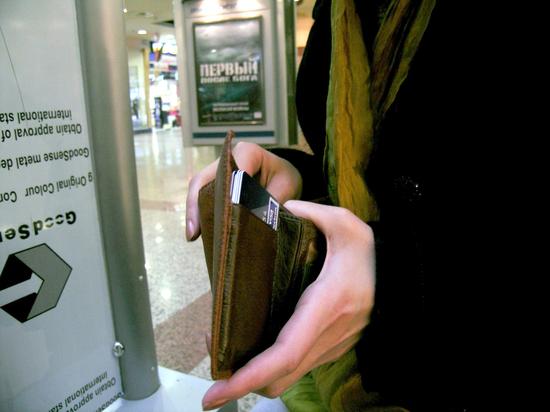 Россиян предупредили об угрозе блокировки банковских карт из-за санкций США