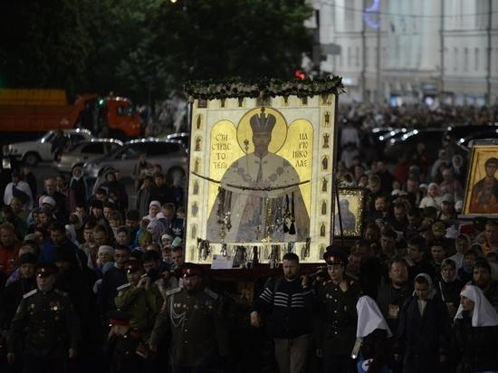 В Екатеринбурге крестный ход дойдет до сквера возле драмтеатра