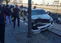 На Невском проспекте BMW врезалась в толпу пешеходов