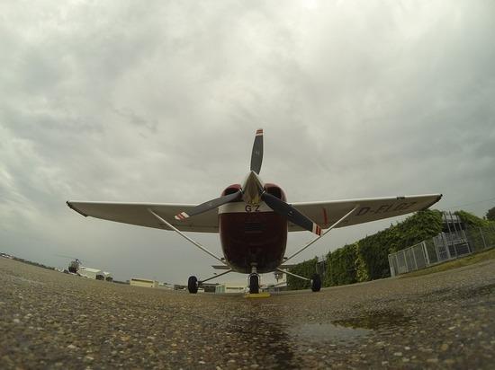 Под Псковом заставили сесть самолет, нарушивший границу России