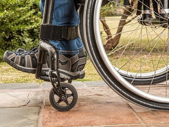 Детей-инвалидов в Пскове обеспечили дорогостоящими колясками