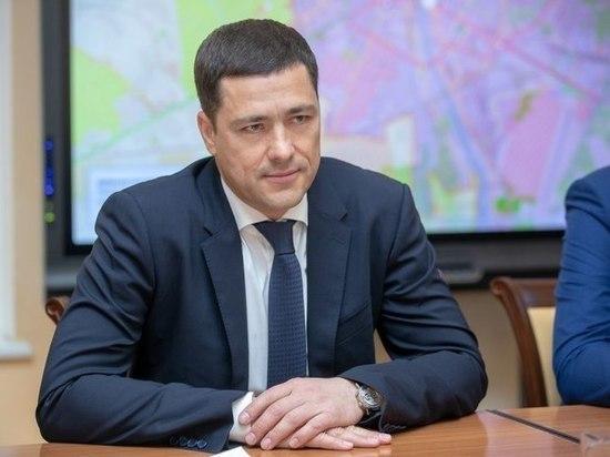 Псковский губернатор за 2018 год заработал почти в 3 раза меньше, чем годом ранее