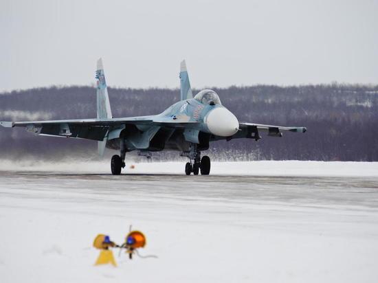 Летчики Северного флота учились бомбить условного противника