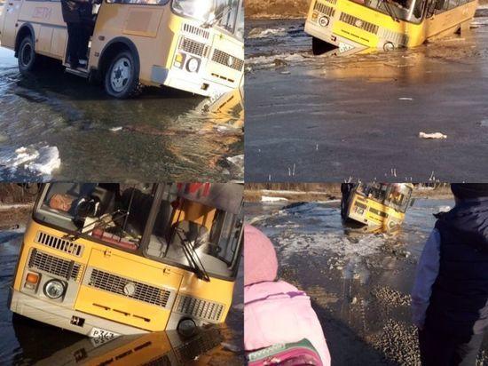 В Башкирии школьный автобус с детьми едва не утонул в реке
