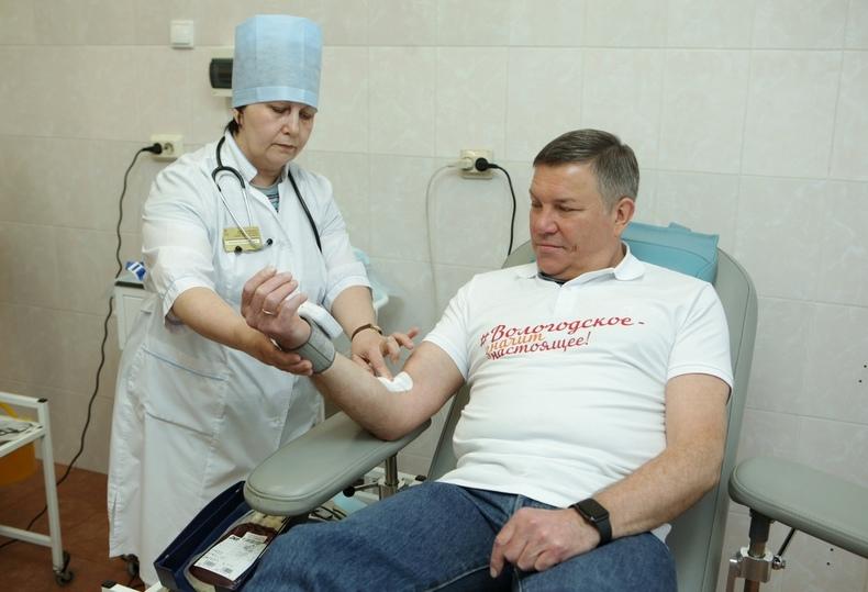 Губернатор Олег Кувшинников стал донором