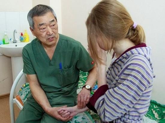Барнаульские врачи сделали 16-летней девушке пищевод