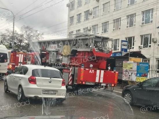 Из-за пожара в Новороссийске эвакуировали 150 человек