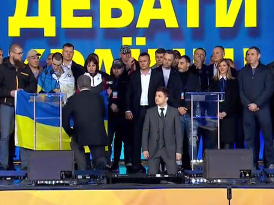 Владимир Зеленский заставил Порошенко встать на колени на дебатах