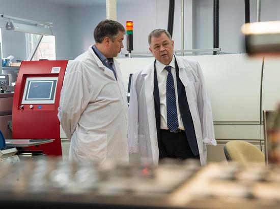 Артамонов осмотрел объекты научной и социальной сферы Жуковского района