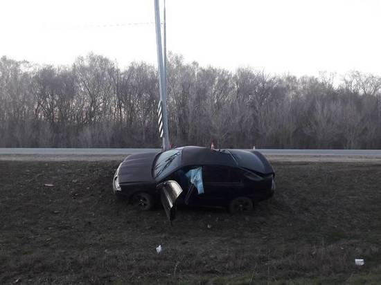 На трассе Оренбург-Илек водитель врезался в столб и погиб