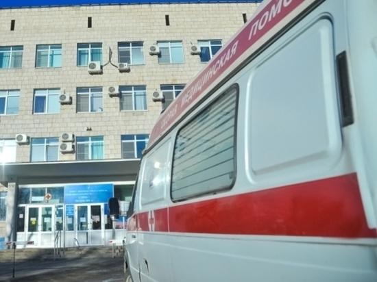 Под Волгоградом опрокинулись грузовик и легковушка, пострадали двое