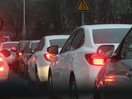 В Волгограде водители стоят в 4-балльных пробках