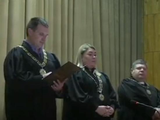 Суд не считает нарушением призыв Зеленского покупать билеты на дебаты