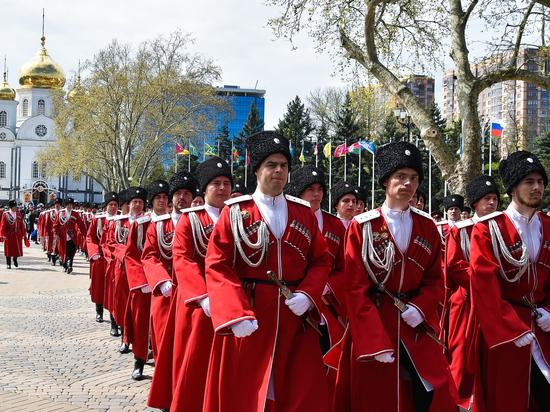 Пять тысяч казаков приняли участие в параде в Краснодаре