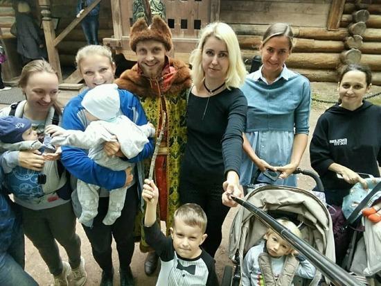 С колясками в музей: как молодые мамы организовывают свой досуг