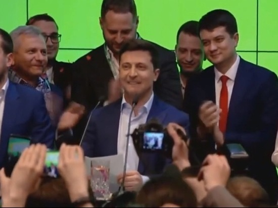 После победы на выборах Зеленский высказался о России осторожно