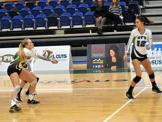 В Салехарде прошла серия игр по волейболу среди женских команд