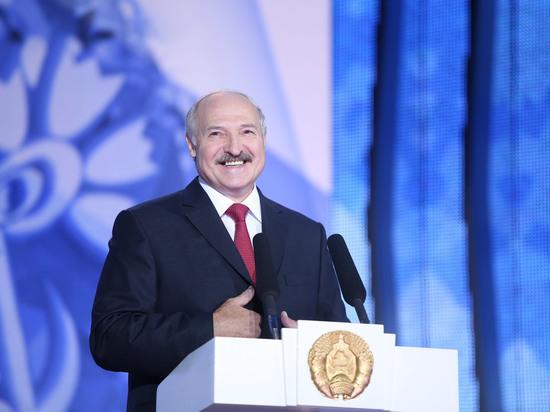 Лукашенко поздравил Зеленского с избранием на пост президента