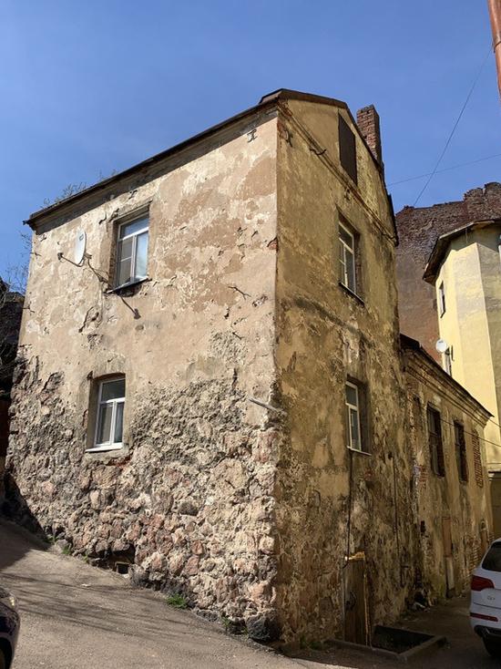 Самую старую жилую крепость России продают за 11 миллионов