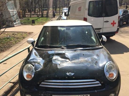 Выпавший из окна выпивоха разбил машину дочери телеведущей Ларисы Вербицкой