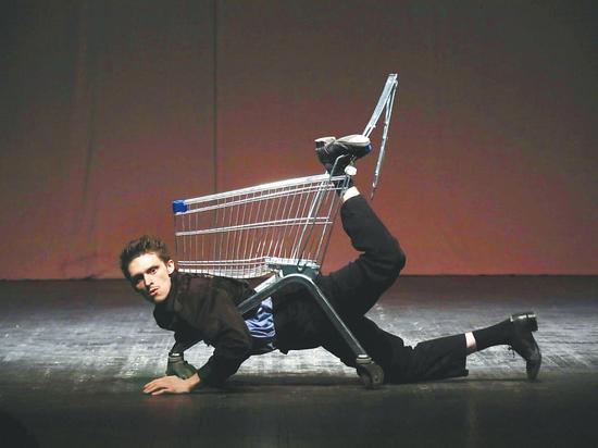 Тележка из супермаркета стала артисткой