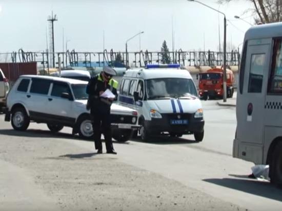 Маршрутный автобус насмерть сбил женщину в Барнауле