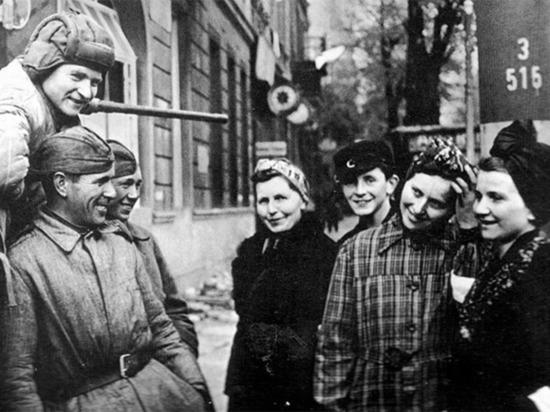 Честь и приказ: немки в 1945-м зачастую сами ложились под русских солдат