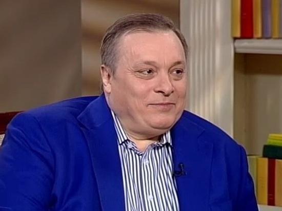 Андрей Разин обвинил фанаток в поджоге могилы Евгения Осина