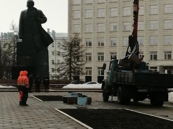 С площади Ленина в центре Архангельска внезапно исчезли скамейки
