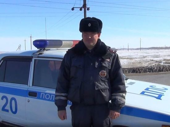 Новосибирских полицейских наградили за спасение детей из огня