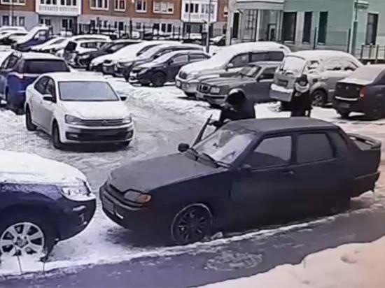 Похищение таджиком своей любовницы в Москве попало на видео