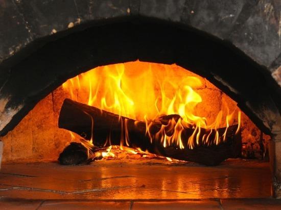 В Омске пьяный дед затолкал в горящую печь родного внука