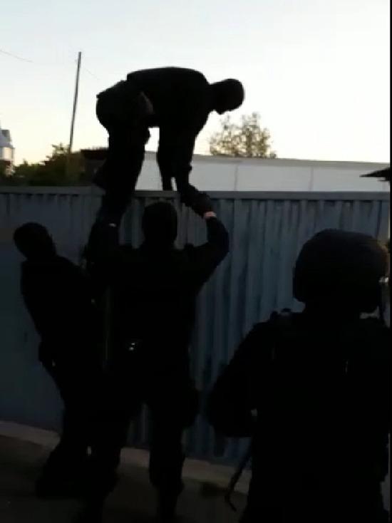 В редакции «МК на Алтае» появилось видео ошибочного налета полицейских на барнаульскую семью