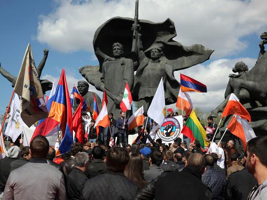 Память жертв геноцида армян почтили в Москве и Ереване