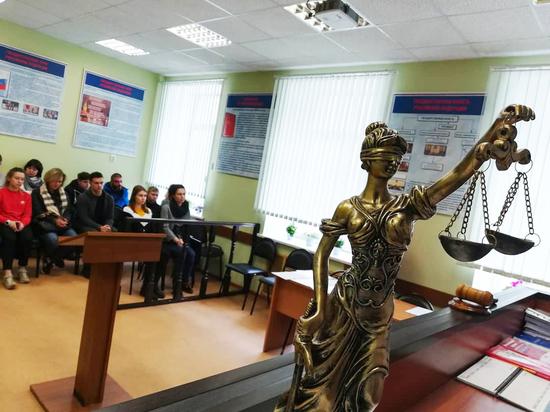 Начальник факультета полицейского колледжа уволился после «эротического» массажа студентке