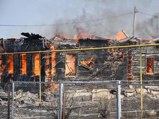 Под Саранском загорелись три жилых дома